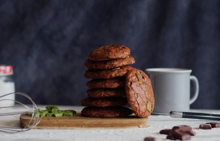 OUTRAGEOUS CHOCOLATE COOKIES aux pépites de chocolat blanc thématcha