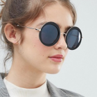 http://www.asos.fr/aj-morgan/aj-morgan-lunettes-de-soleil-rondes/prd/9878768?clr=noir&SearchQuery=lunettes%20rondes%20noires&gridcolumn=4&gridrow=10&gridsize=4&pge=1&pgesize=72&totalstyles=104
