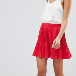 http://www.asos.fr/asos/asos-design-mini-jupe-plissee/prd/9280354?clr=rouge&SearchQuery=&cid=15182&gridcolumn=2&gridrow=1&gridsize=4&pge=1&pgesize=72&totalstyles=3