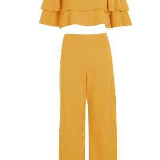 http://fr.boohoo.com/dina-ensemble-assorti-top-double-bandeau-et-jupe-culotte/DZZ40966.html?color=107